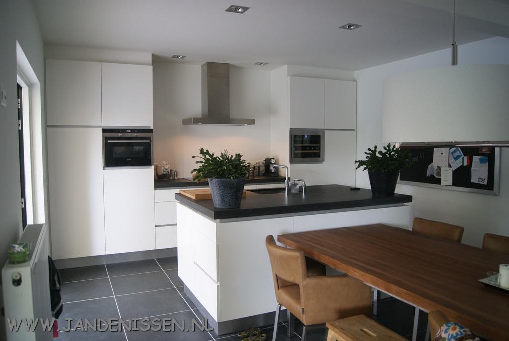 Greeploze keuken met led verlichting | Keuken en interieurs op maakt ...
