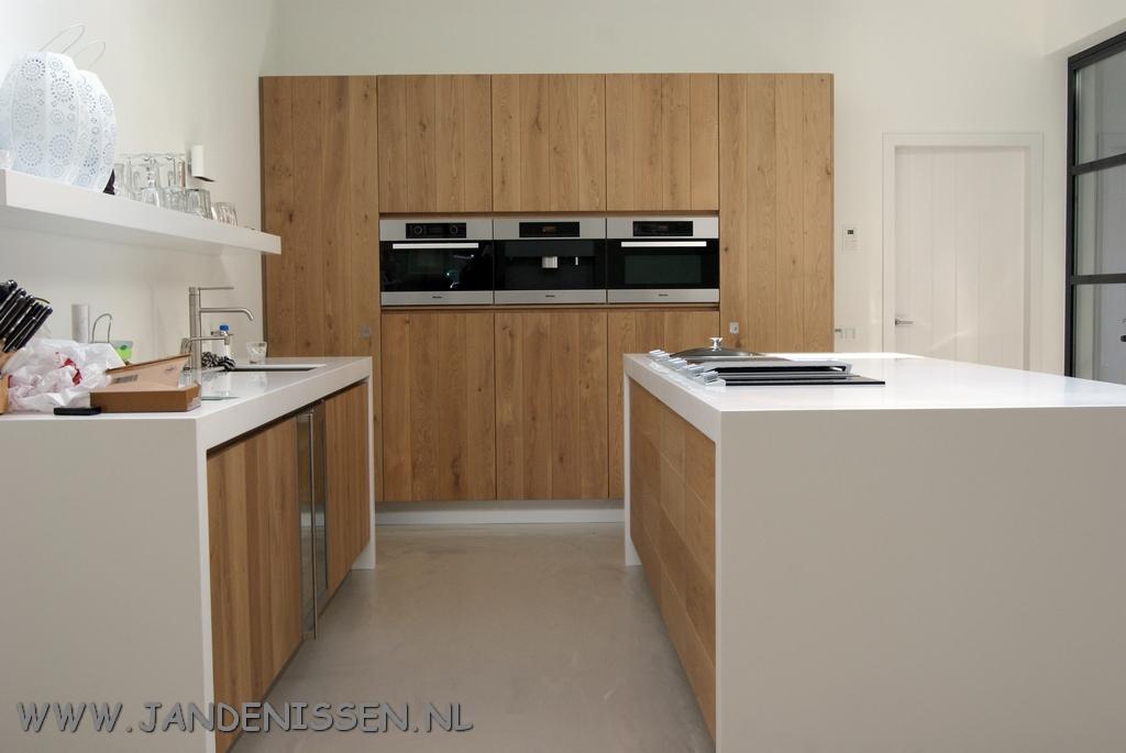 De Eikenhouten Keuken : Massief eiken keuken met granieten blad voorzien van servo drive